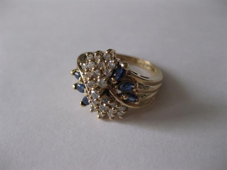 Скупка золотых колец с драгоценными камнями