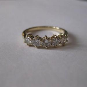 Скупка золотых колец с бриллиантами